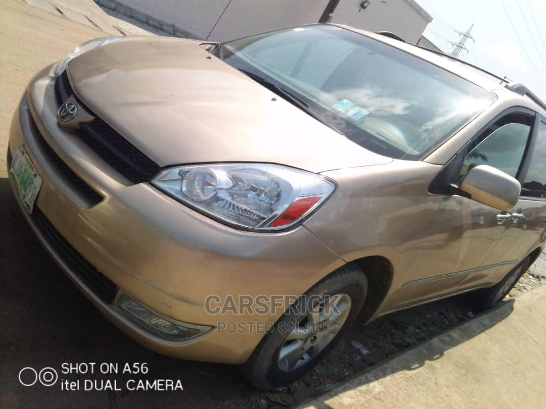 Archive: Toyota Sienna 2005 LE AWD Gold