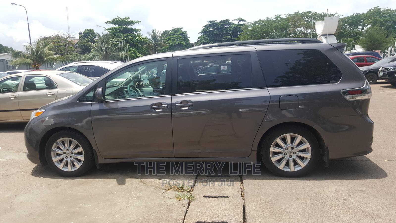 Toyota Sienna 2012 SE 8 Passenger Gray | Cars for sale in Lagos Island (Eko), Lagos State, Nigeria