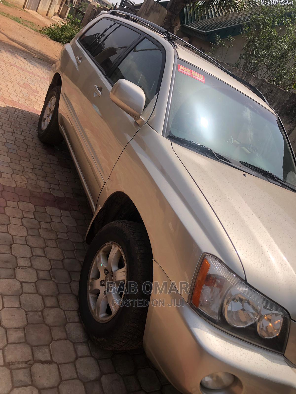 Archive: Toyota Highlander 2004 Gold