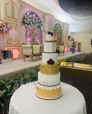 Wedding Cake. White and Gold With Flowers   Party, Catering & Event Services for sale in Lagos State, Alimosho