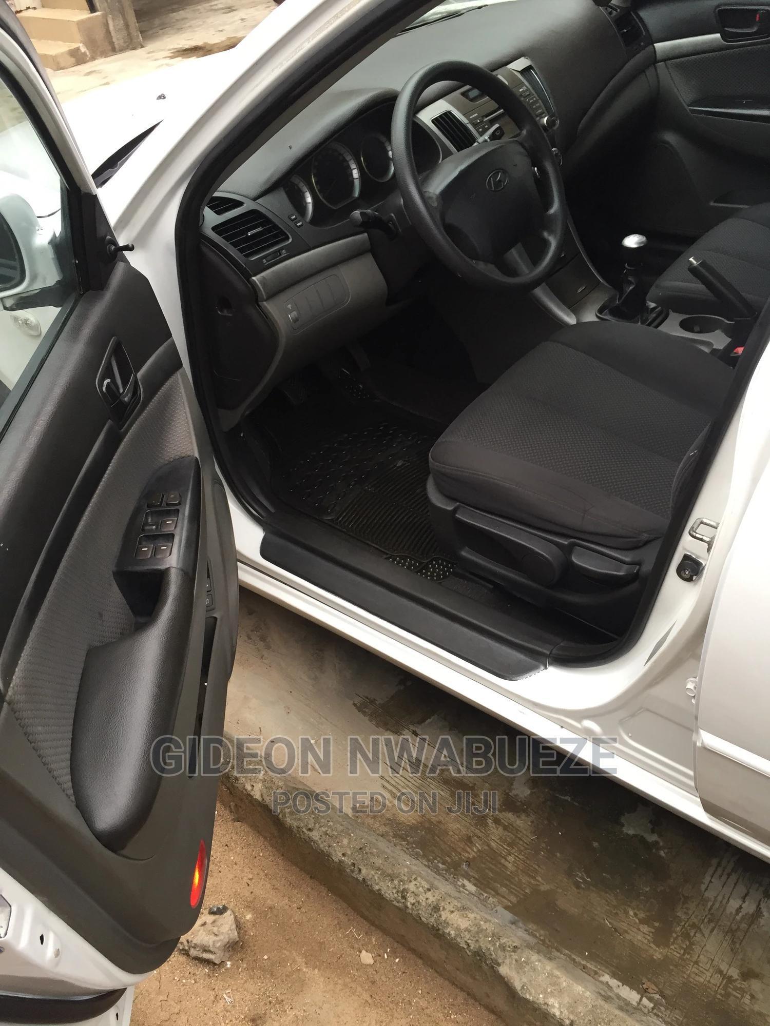 Archive: Hyundai Sonata 2009 2.4 White