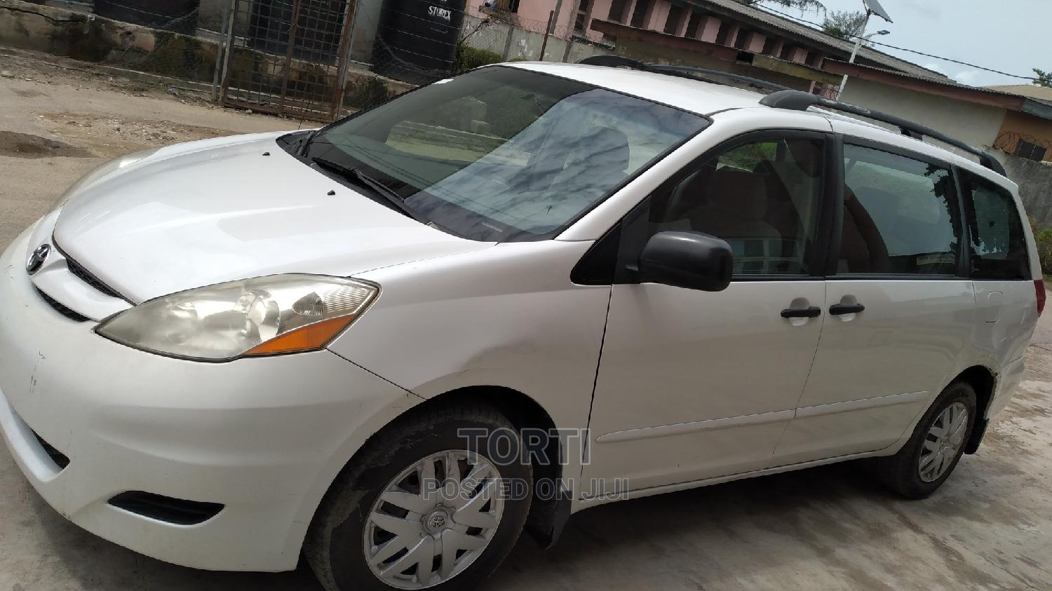 Archive: Toyota Sienna 2008 LE White