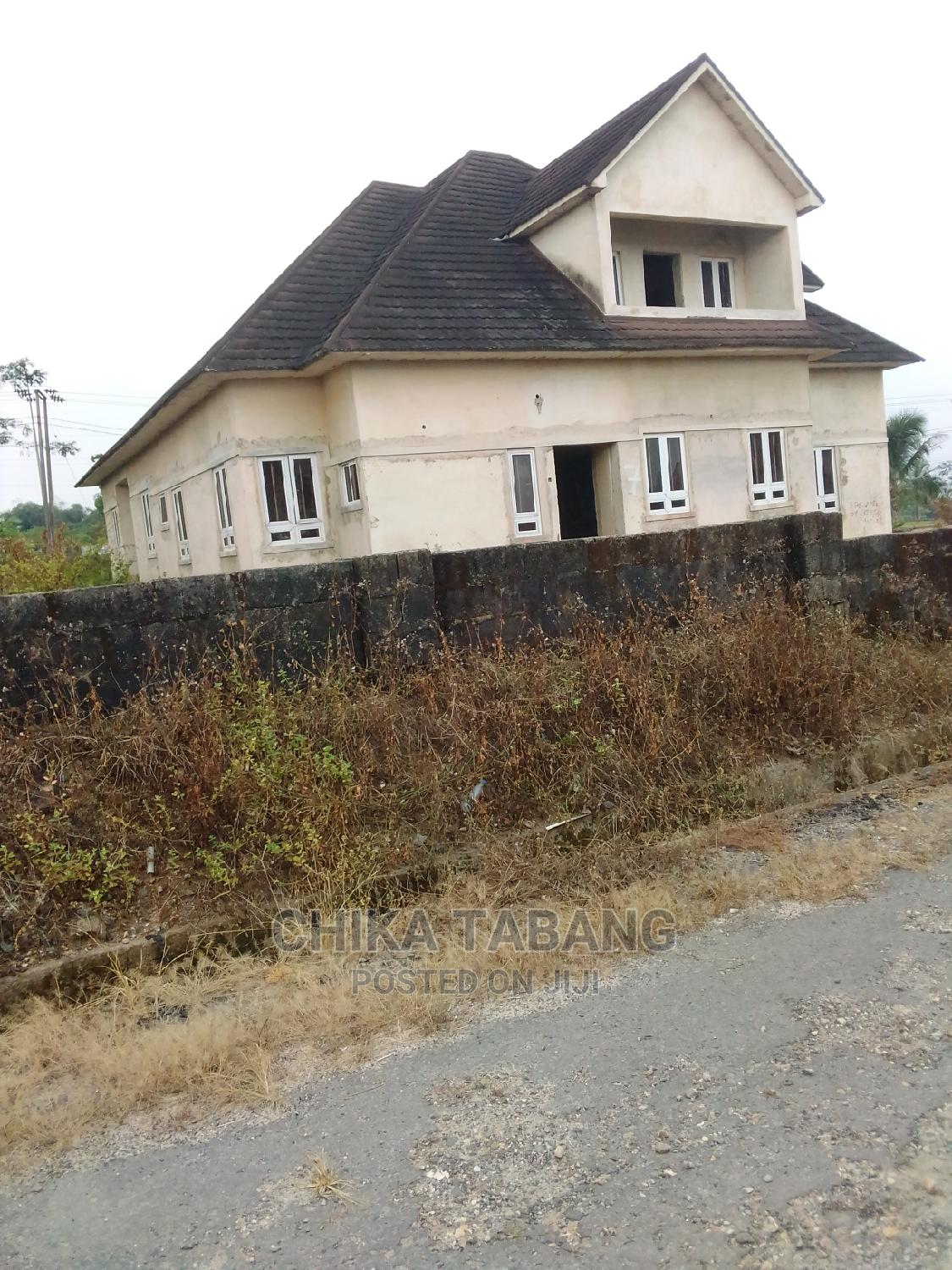 7 Bedroom Duplex in a Very Secure,Choice Area.