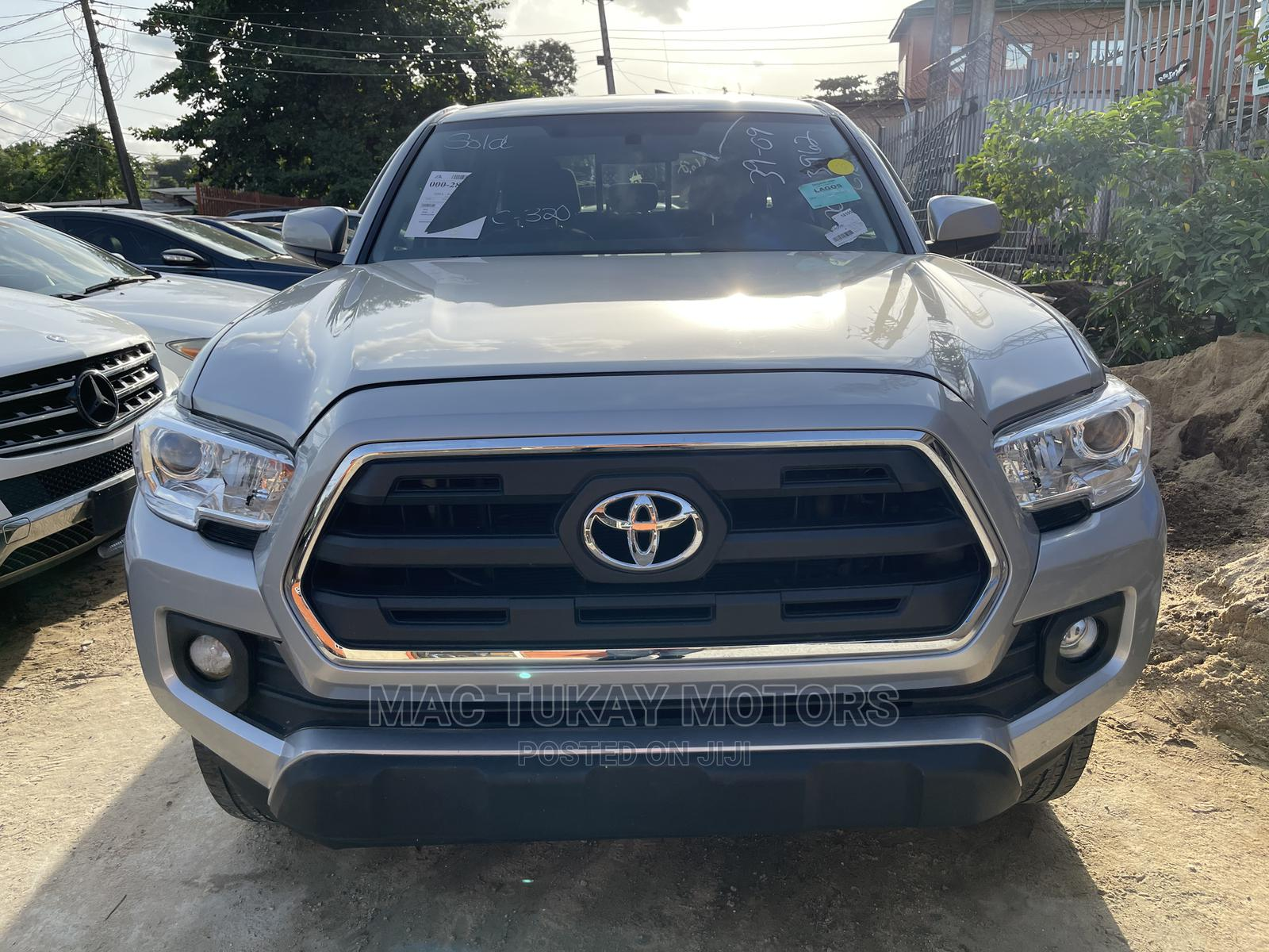 Toyota Tacoma 2016 4dr Double Cab Gray