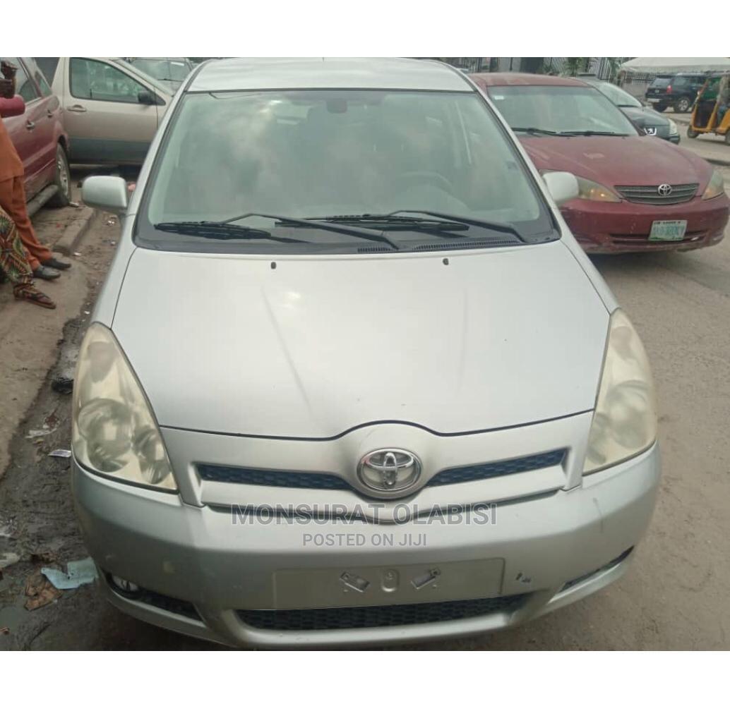 Archive: Toyota Corolla 2005 Verso 1.6 VVT-i