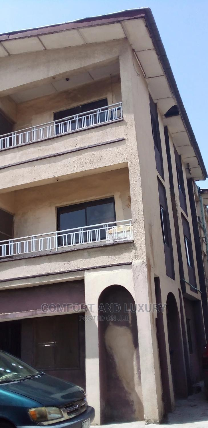Archive: 3bdrm Block of Flats in Granmet, Ago Palace for Rent