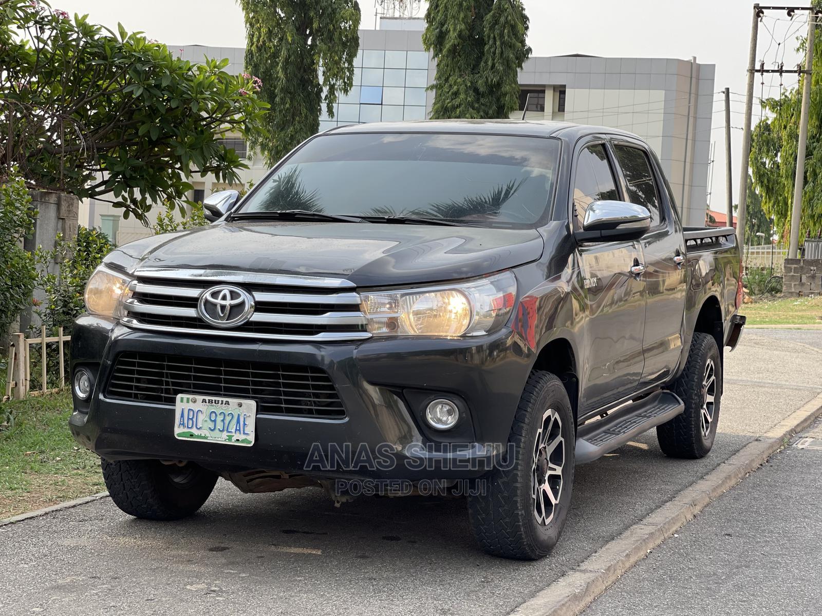 Toyota Hilux 2014 SR 4x4 Black