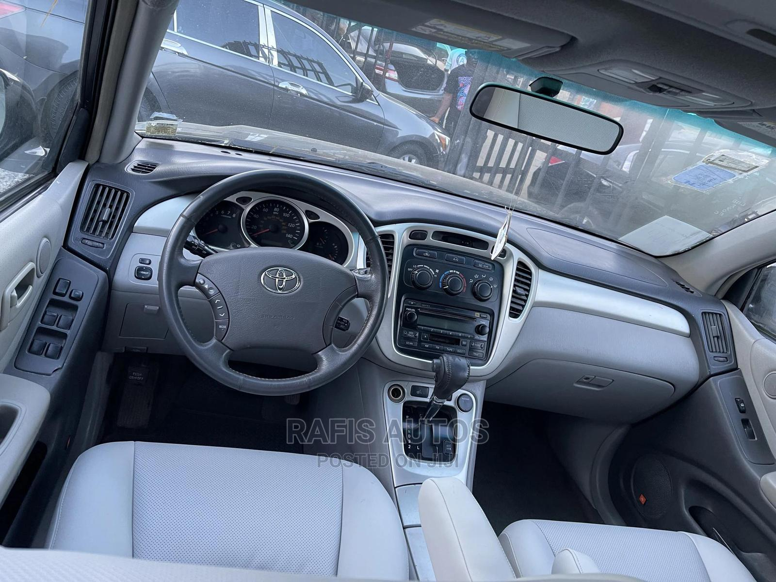 Toyota Highlander 2004 Limited V6 4x4 Black | Cars for sale in Yaba, Lagos State, Nigeria