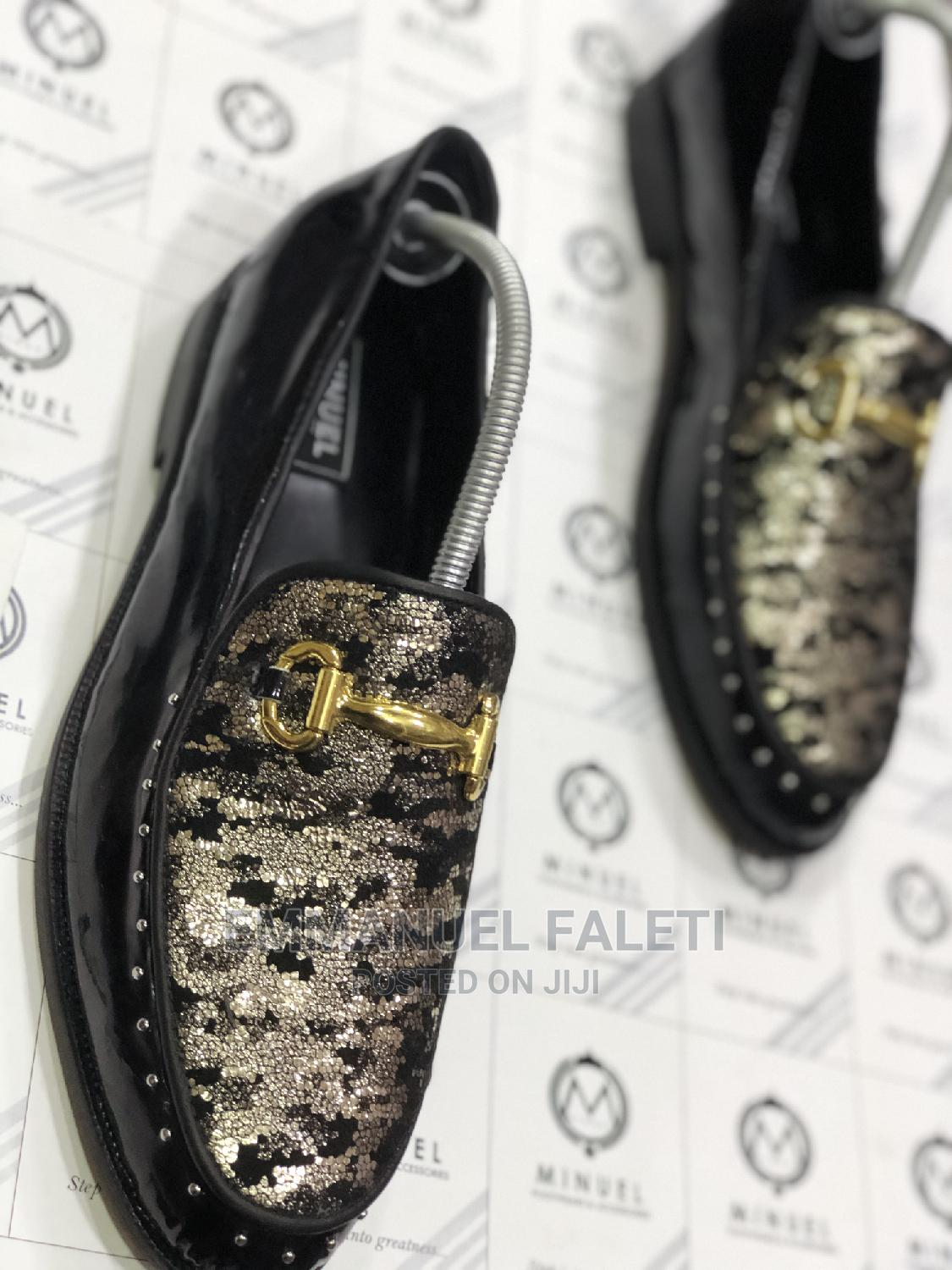 Black Patient With Snake Skin Flap and Gold Stone
