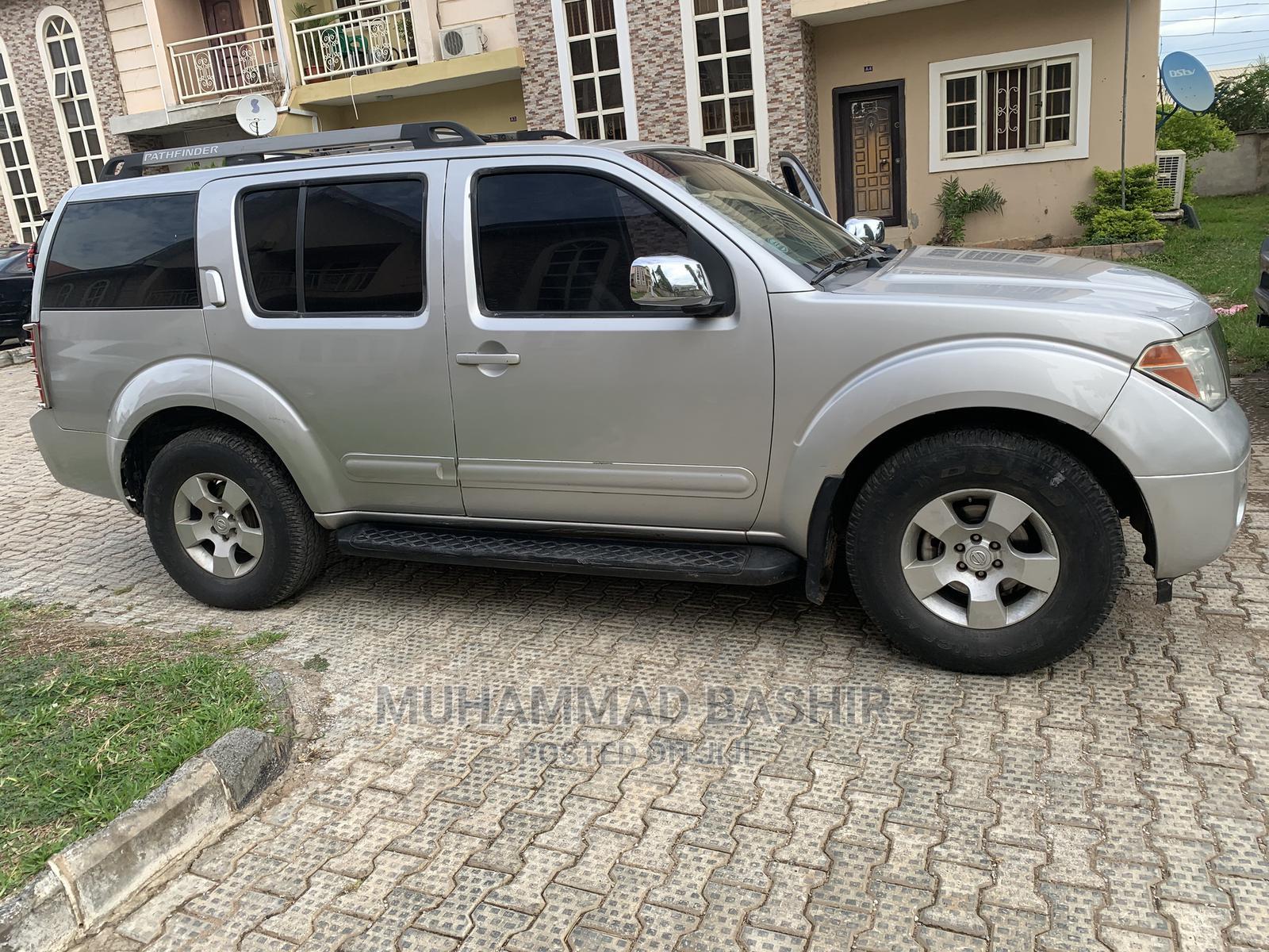 Nissan Pathfinder 2005 SE Silver   Cars for sale in Gwarinpa, Abuja (FCT) State, Nigeria