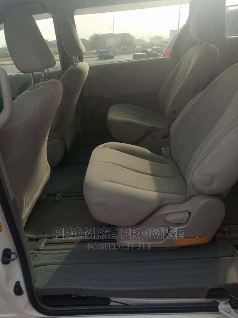 Archive: Toyota Sienna 2013 LE FWD 8-Passenger White