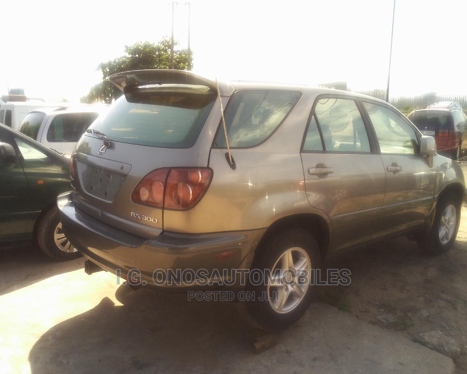 Lexus RX 2001 300 Gold | Cars for sale in Orile, Lagos State, Nigeria