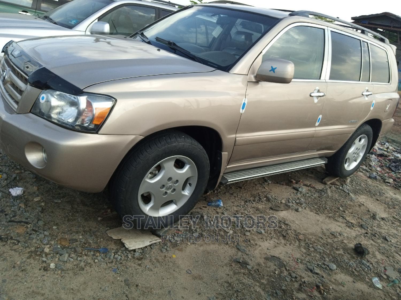 Archive: Toyota Highlander 2007 Limited V6 4x4 Gold