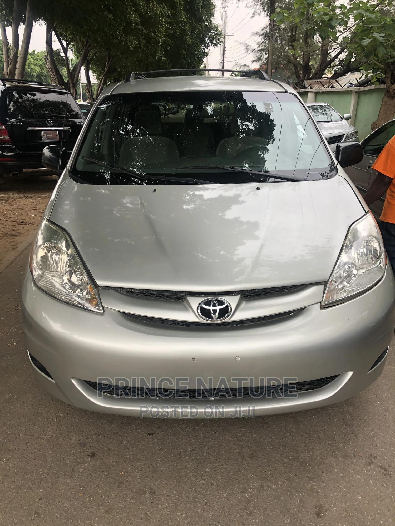 Toyota Sienna 2008 LE AWD Gold