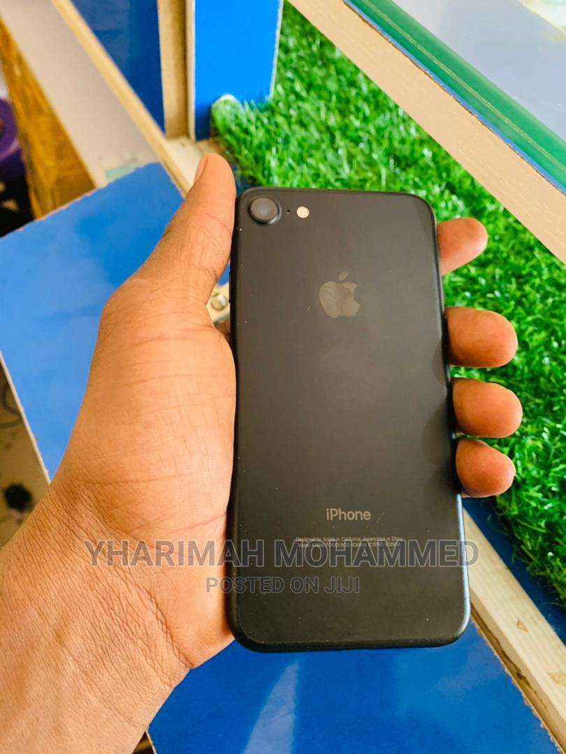 Archive: Apple iPhone 7 32 GB Black