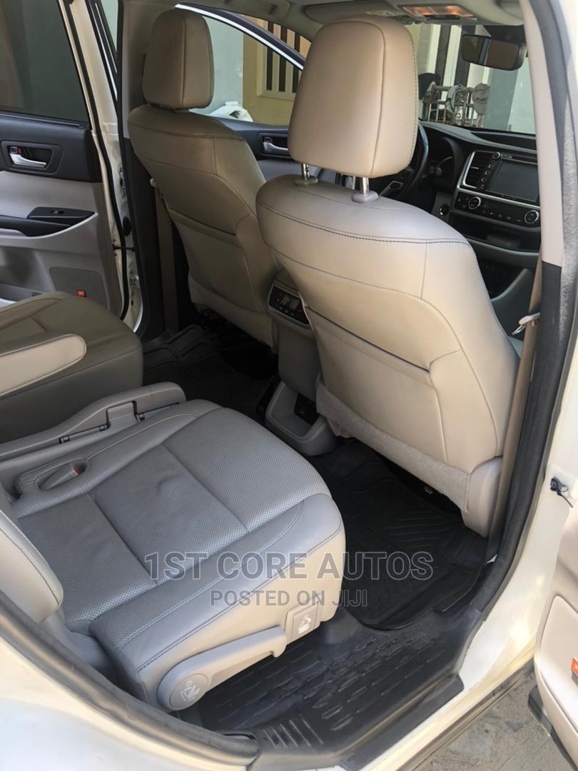 Toyota Highlander 2017 White | Cars for sale in Ikeja, Lagos State, Nigeria