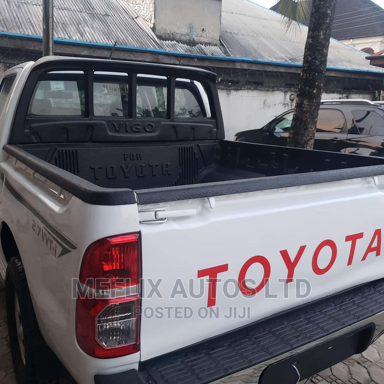Archive: Toyota Hilux 2010 2.7 VVT-i 4X4 SRX White