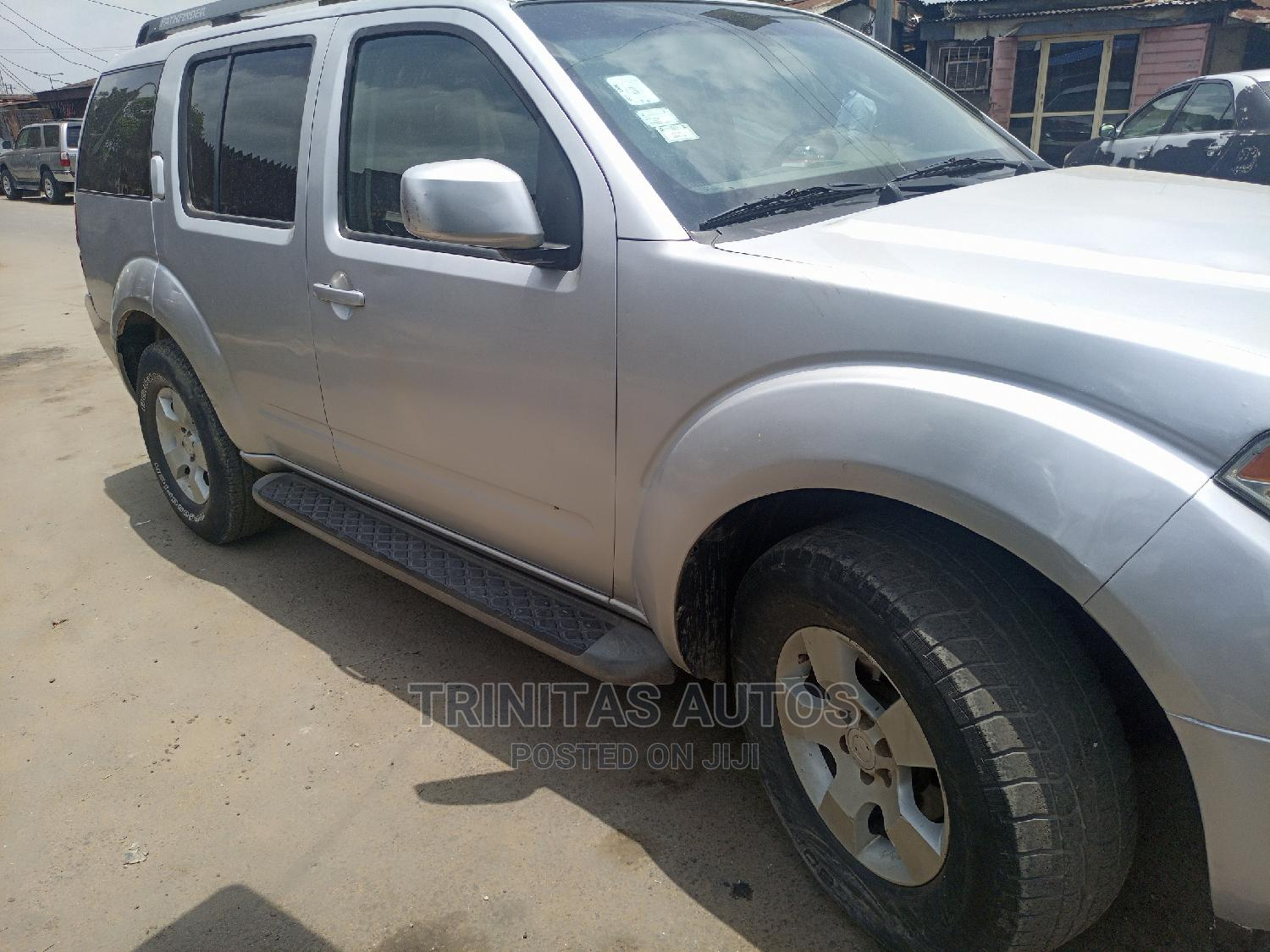 Nissan Pathfinder 2005 SE Silver | Cars for sale in Surulere, Lagos State, Nigeria