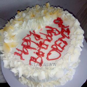 Delicious Chocolate Birthday Cake With Flakes | Meals & Drinks for sale in Lagos State, Abule Egba