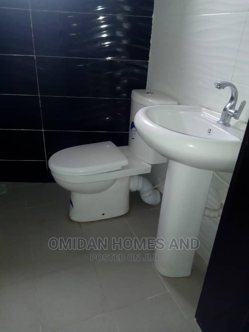 Archive: 3 Bedrooms Flat for Sale Off Lekki-Epe Expressway