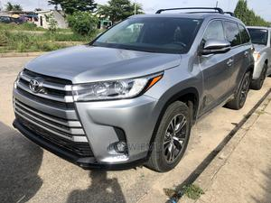 Toyota Highlander 2016 XLE V6 4x2 (3.5L 6cyl 6A) Silver | Cars for sale in Lagos State, Amuwo-Odofin