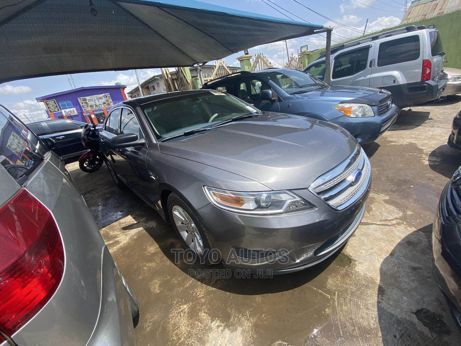 Archive: Ford Taurus 2012 Gray