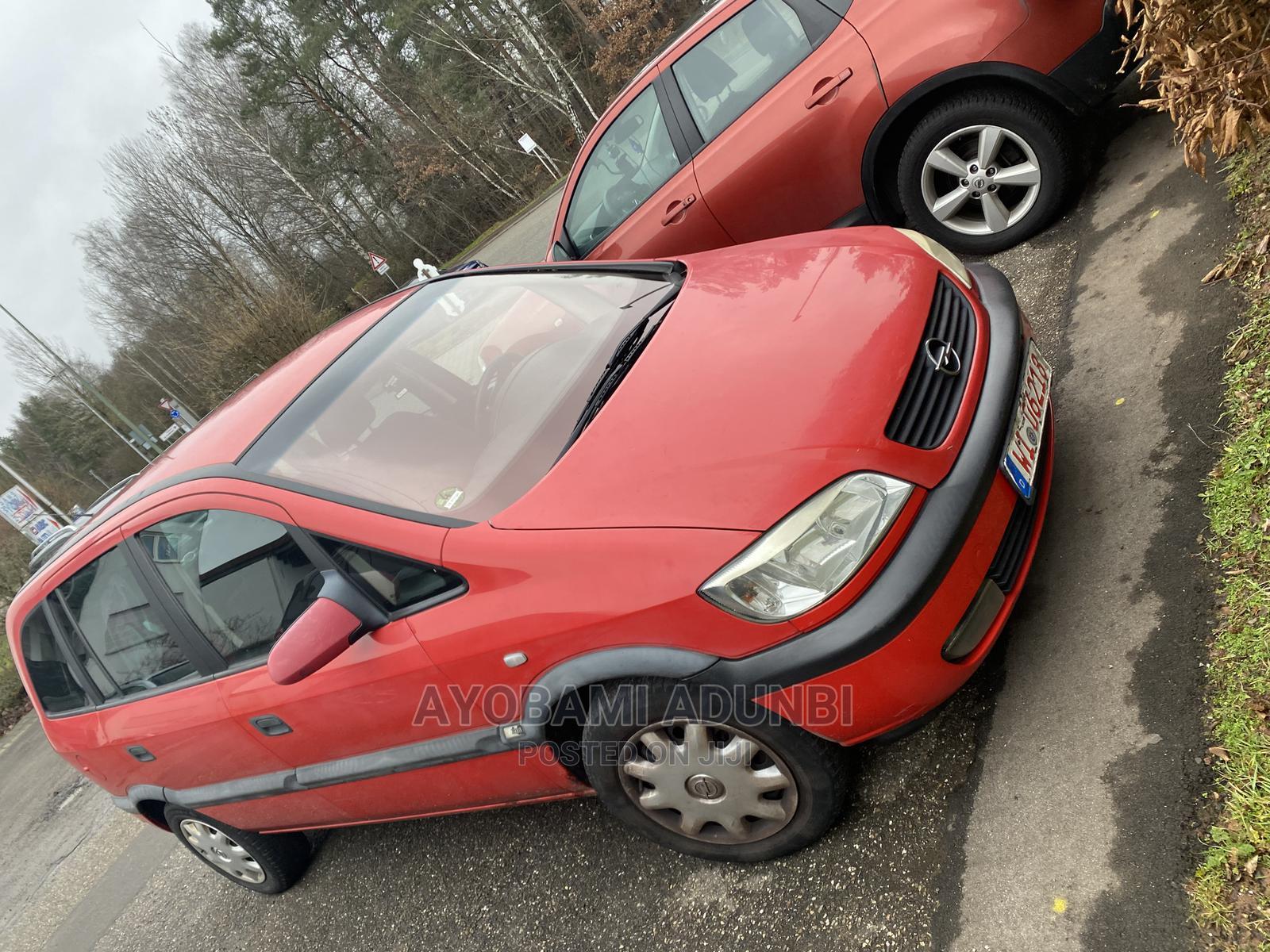 Opel Zafira 2002 Red
