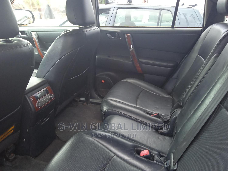 Archive: Toyota Highlander 2011 Black