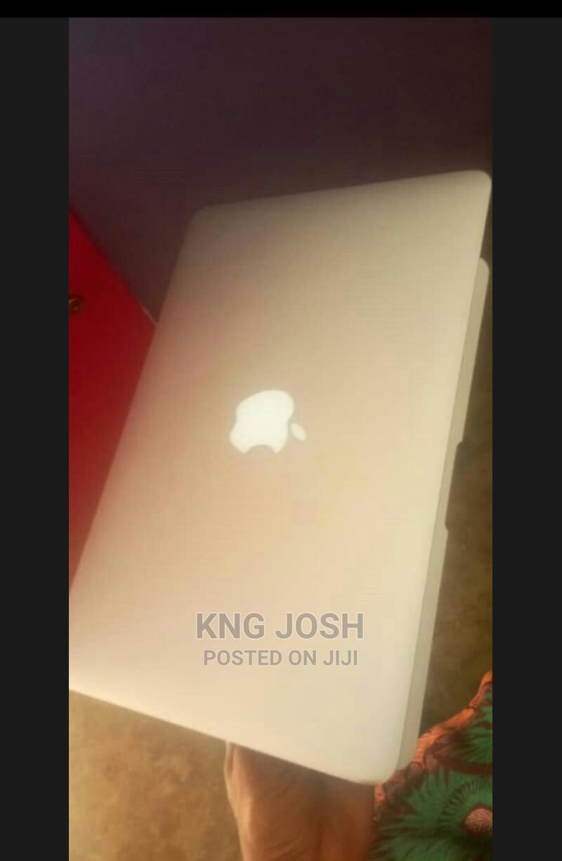 Archive: Laptop Apple MacBook Air 2012 4GB Intel Core I5 SSD 256GB