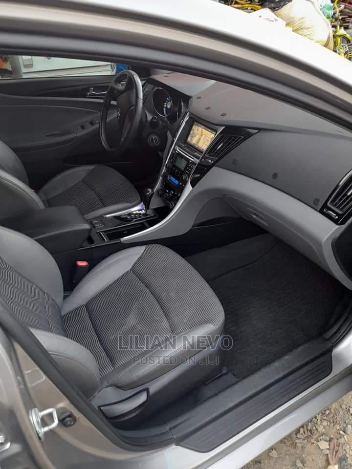 Archive: Hyundai Sonata 2010 Silver