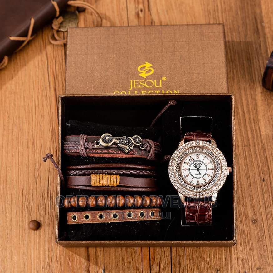 Men Wristwatch With Bracelet