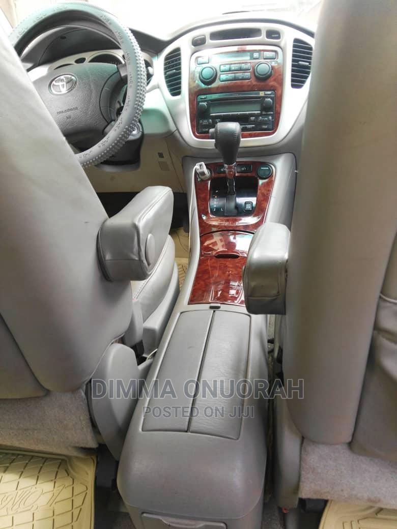 Archive: Toyota Highlander 2005 Limited V6 Red