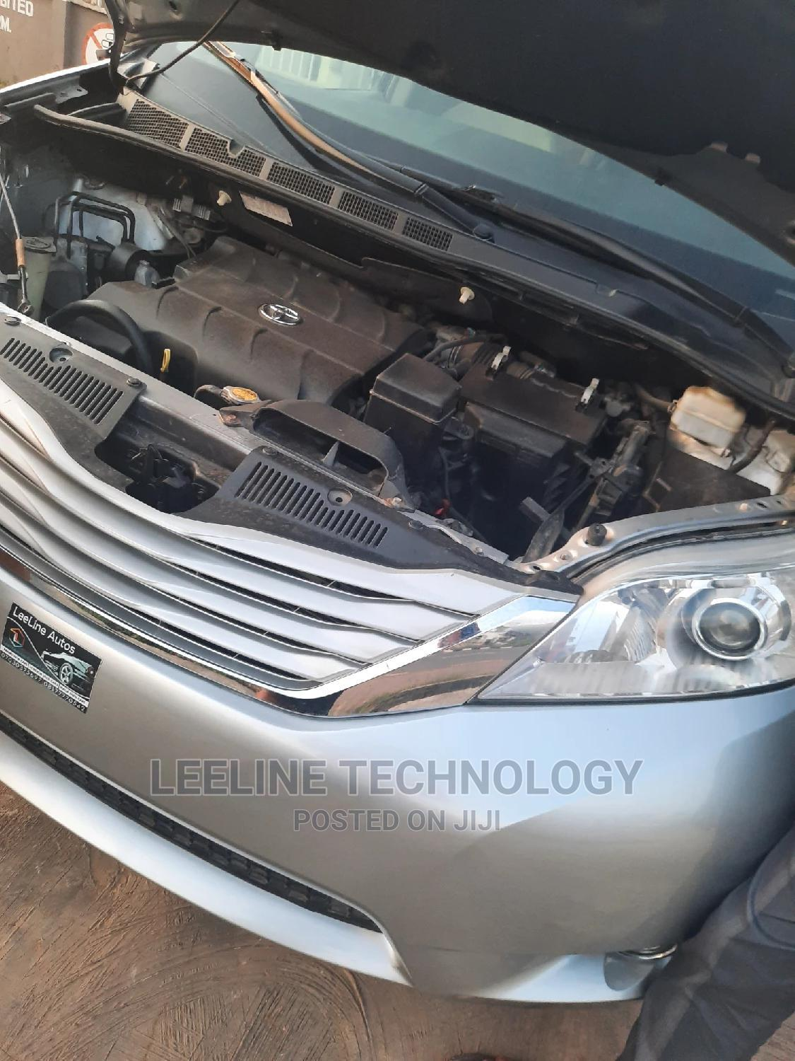 Toyota Sienna 2013 LE FWD 8-Passenger Silver | Cars for sale in Ilorin South, Kwara State, Nigeria
