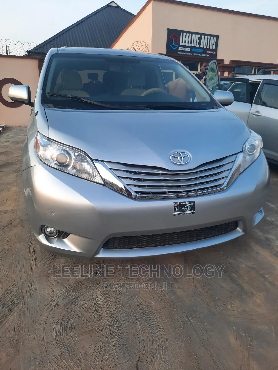 Toyota Sienna 2013 LE FWD 8-Passenger Silver