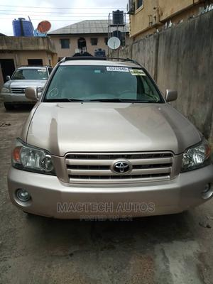 Toyota Highlander 2004 Limited V6 FWD Beige | Cars for sale in Lagos State, Ojo