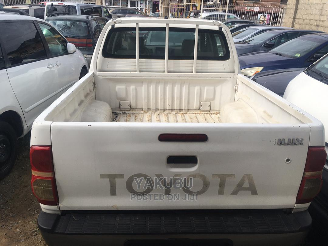 Toyota Hilux 2010 2.7 VVT-i 4X4 SRX White   Cars for sale in Shomolu, Lagos State, Nigeria