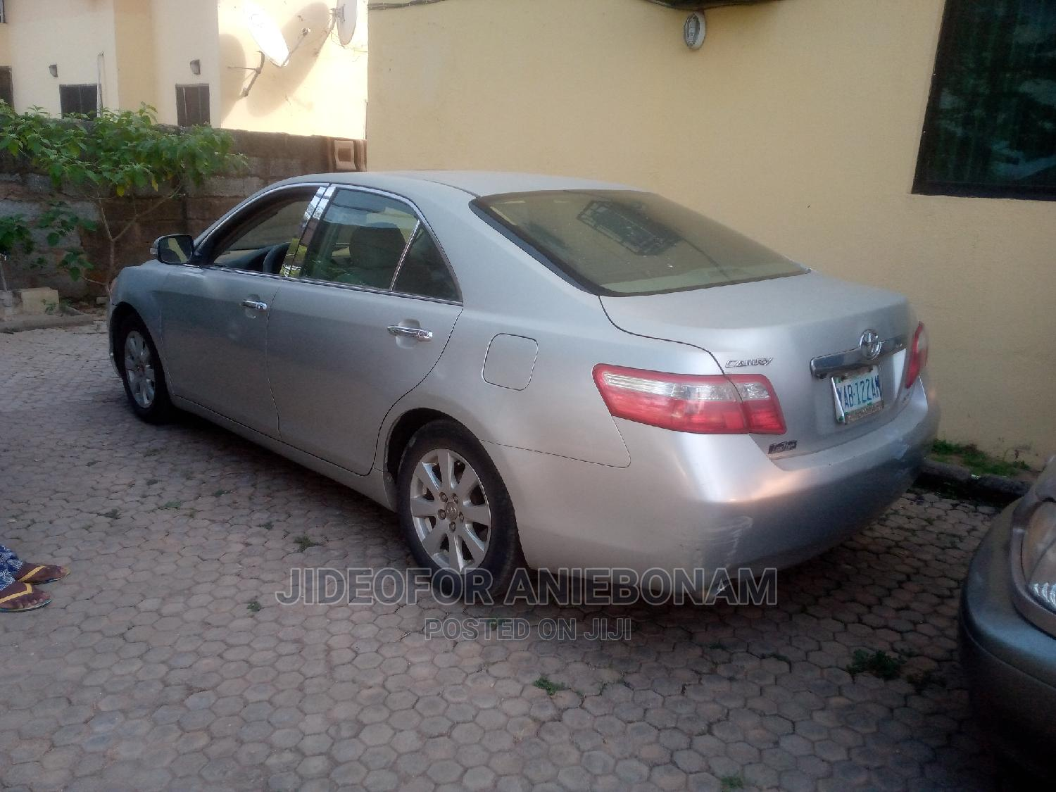 Archive: Toyota Camry 2008 2.4 XLE Silver