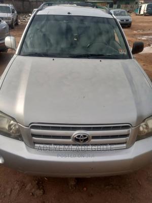 Toyota Highlander 2004 V6 AWD Silver | Cars for sale in Lagos State, Alimosho