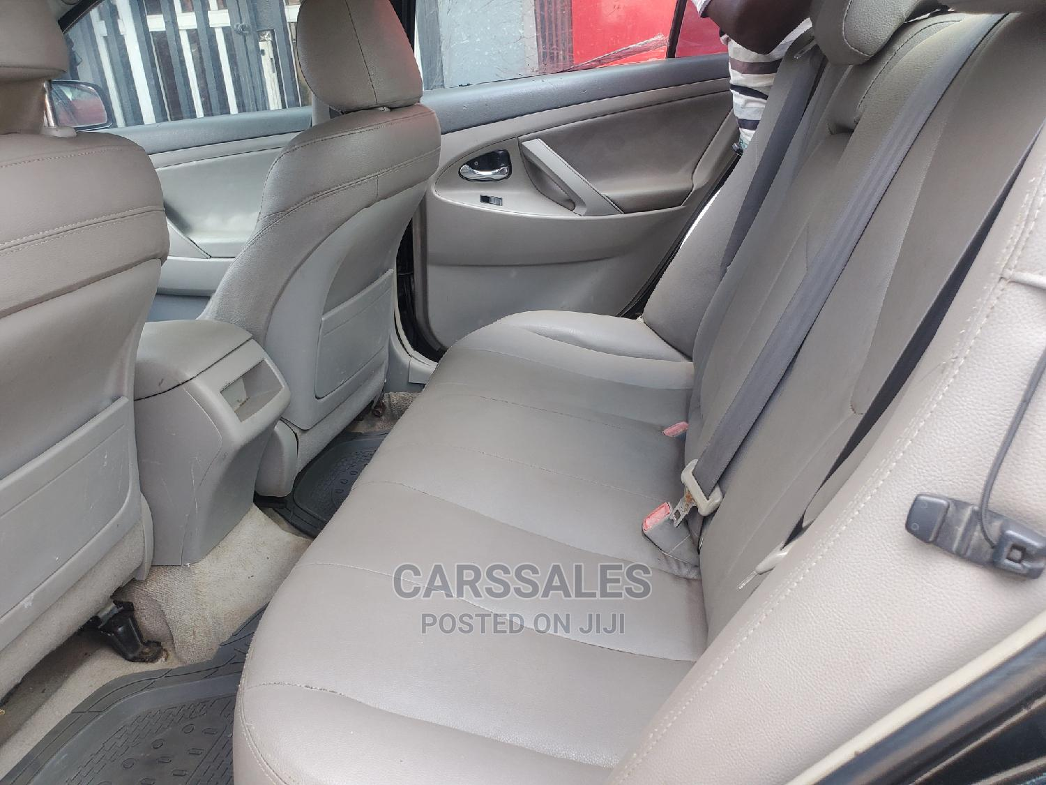 Archive: Toyota Camry 2008 2.4 XLE Black