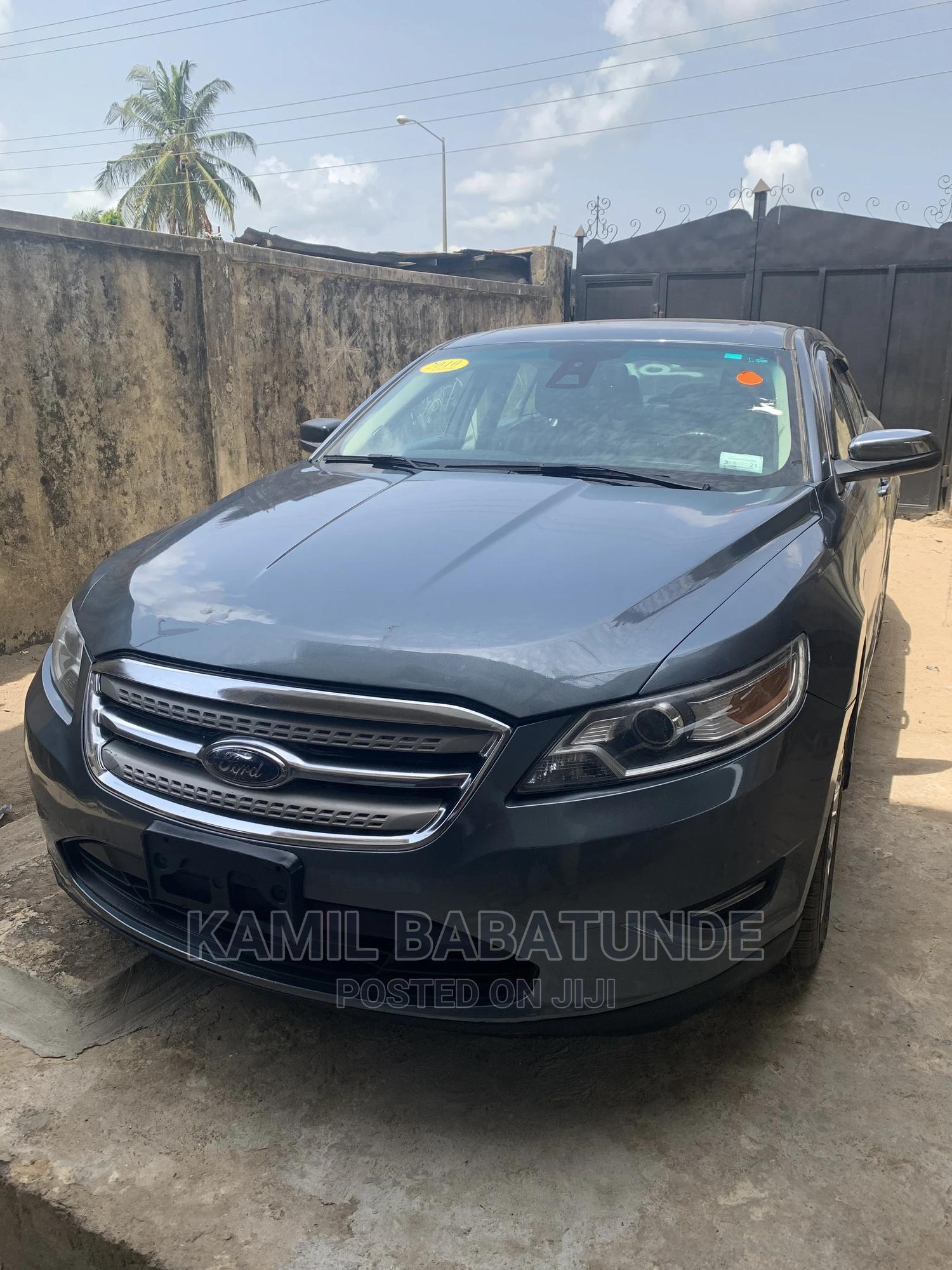 Ford Taurus 2010 Limited Green