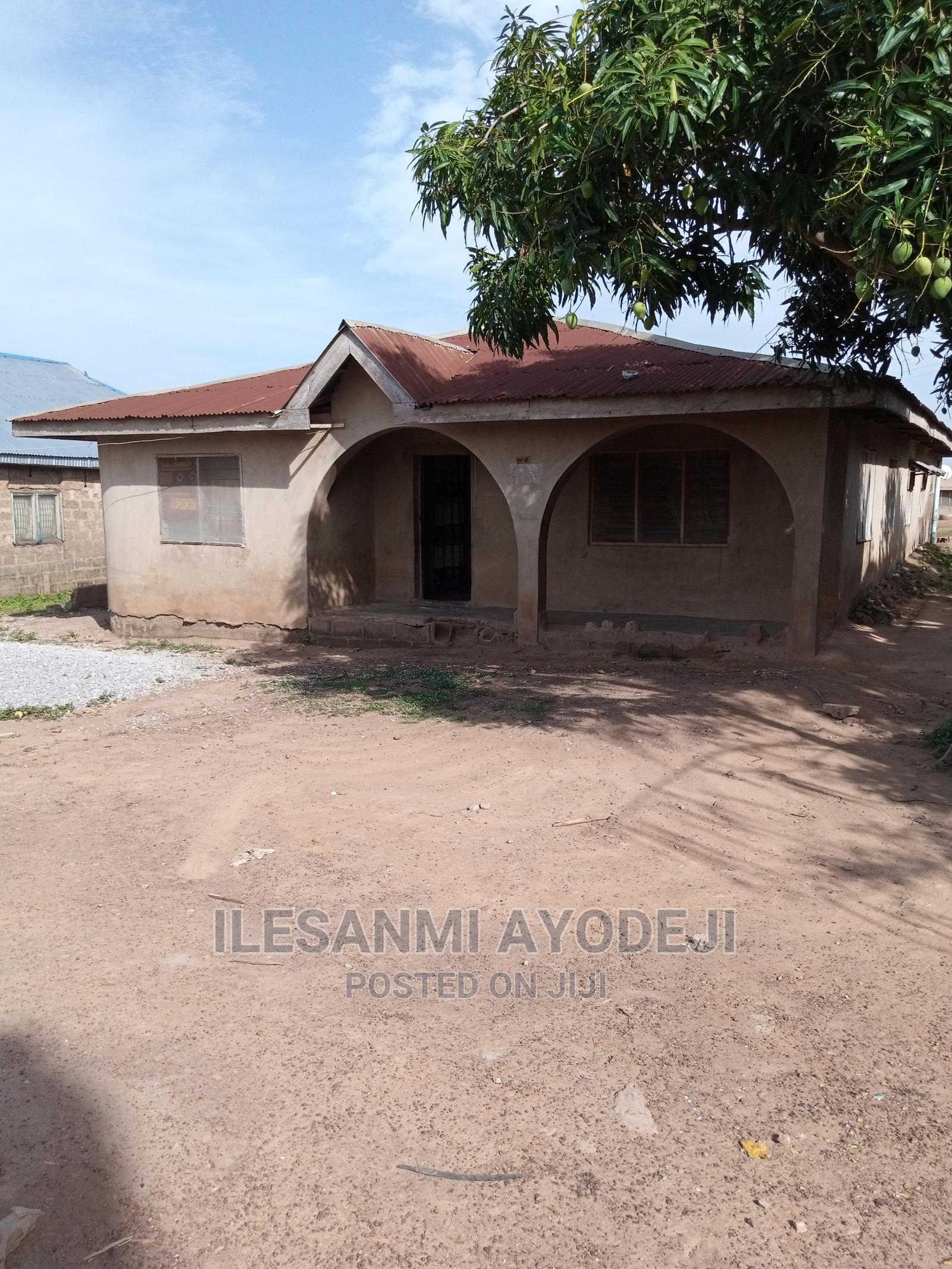 6 Rooms Bungalow In New Airport Ibadan For Sale