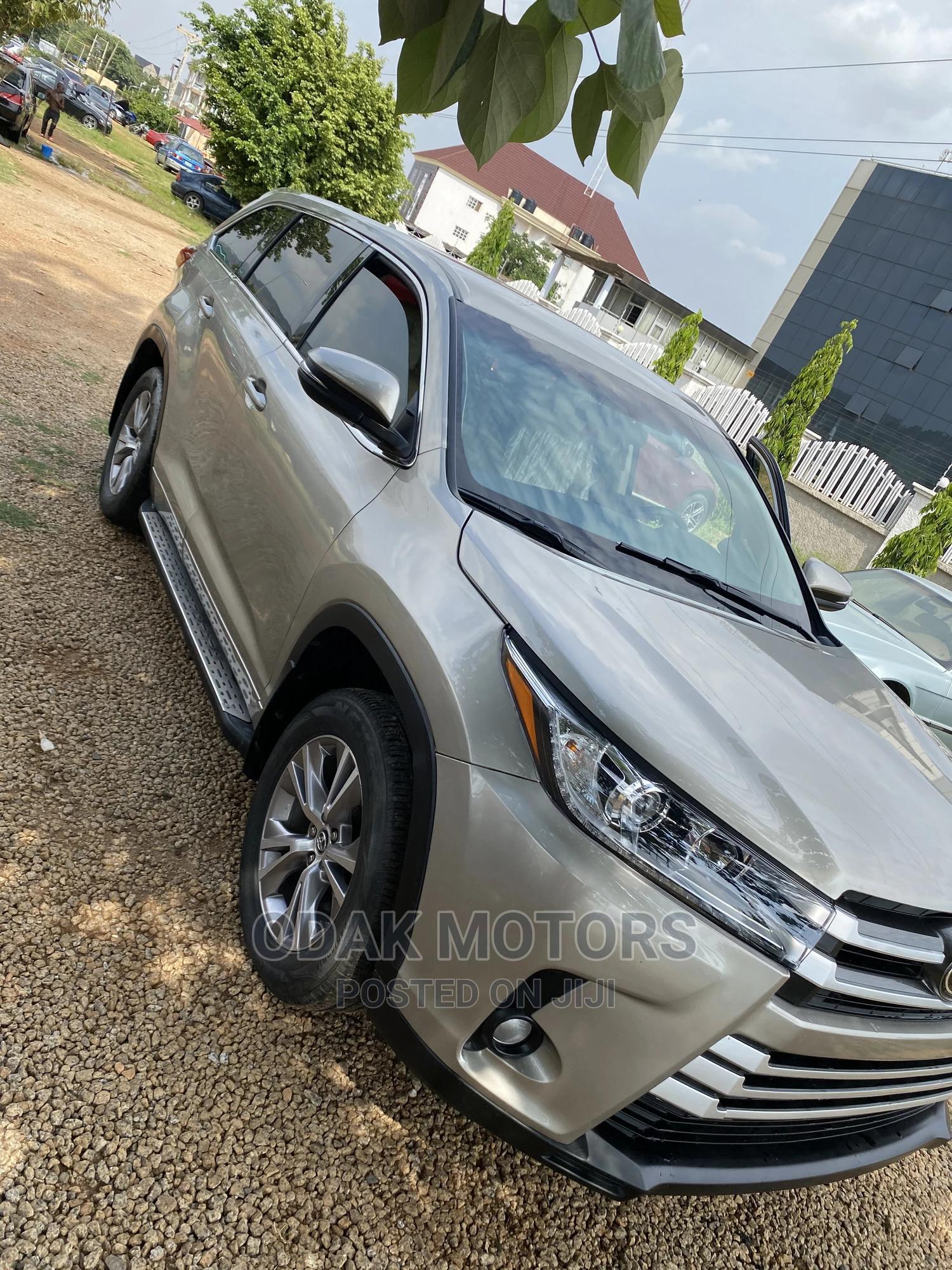 Toyota Highlander 2016 Gold   Cars for sale in Gwarinpa, Abuja (FCT) State, Nigeria