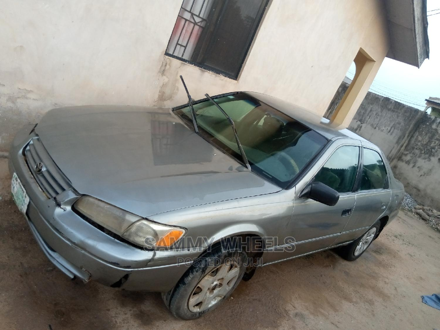 Archive: Toyota Camry 2000 Gray