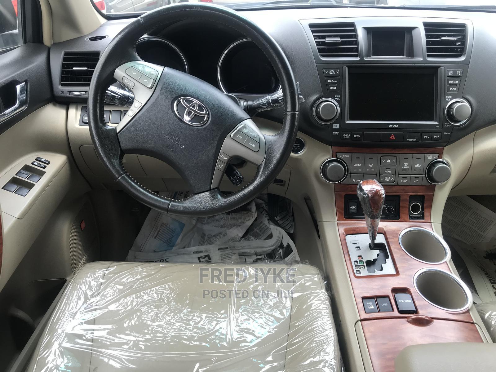 Archive: Toyota Highlander 2009 Green
