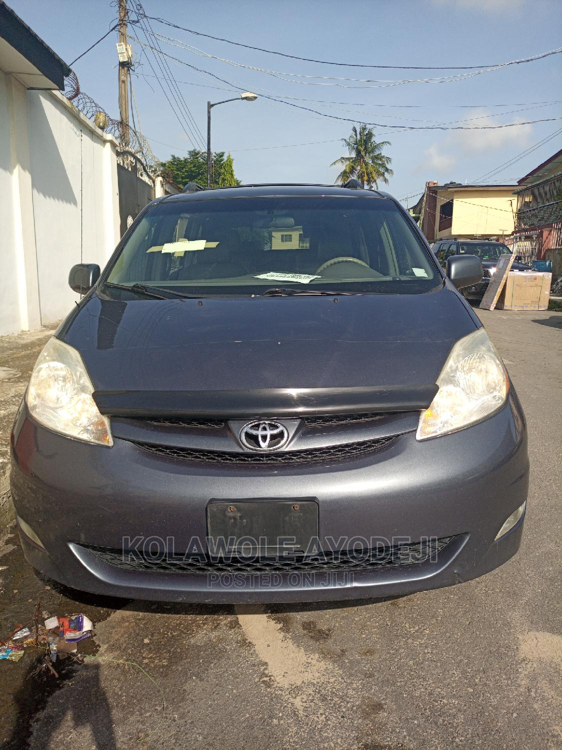 Archive: Toyota Sienna 2006 LE AWD Gray