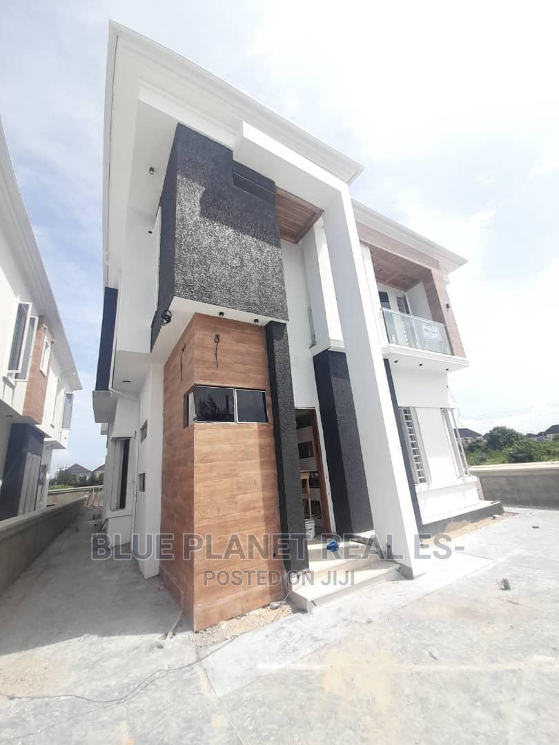 Contemporary 5 Bedroom Fully Detached