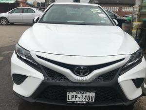 Toyota Camry 2018 XLE FWD (2.5L 4cyl 8AM) White | Cars for sale in Lagos State, Alimosho