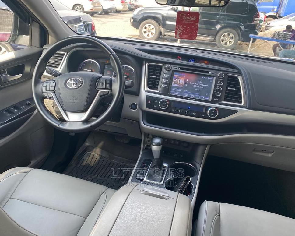 Archive: Toyota Highlander 2018 Gray