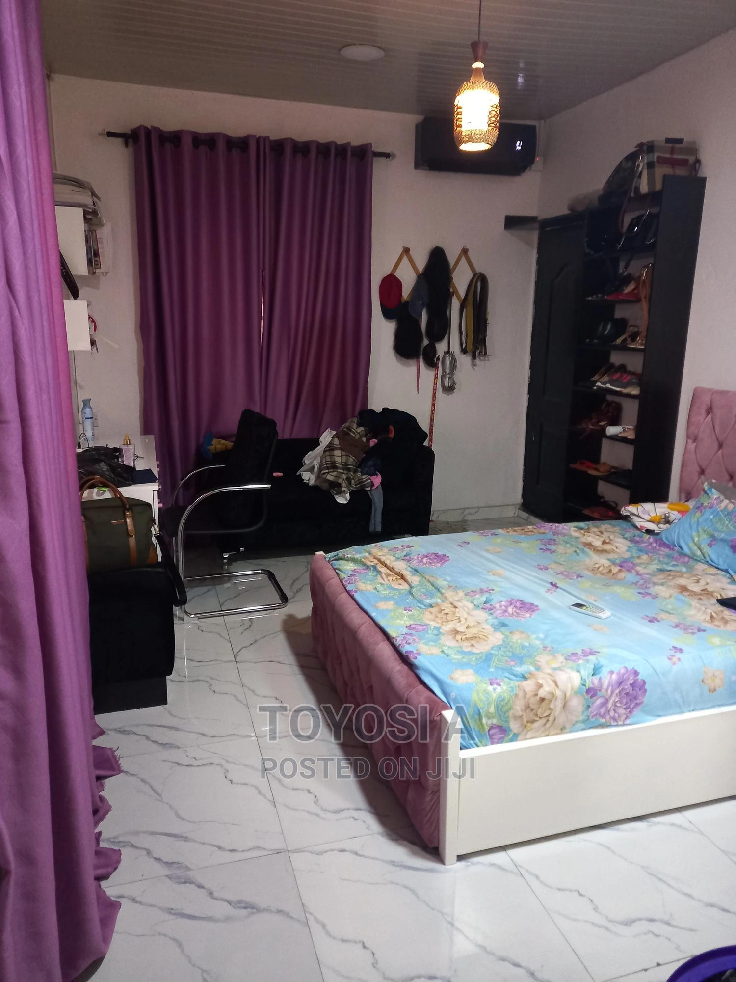 A Room Selfcon Available for Share. Female Only | Short Let for sale in Yaba, Lagos State, Nigeria
