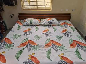 White and Multicolour Floral Bedsheet With 2 Pillow Covers | Home Accessories for sale in Abuja (FCT) State, Kubwa